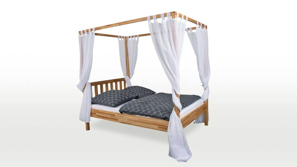 Canopy bed Karoline gets its individual character through individual curtains.